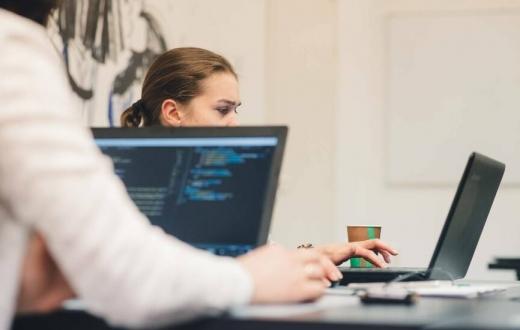 3 klausimai, kuriuos dažniausiai užduoda norintys persikvalifikuoti į IT