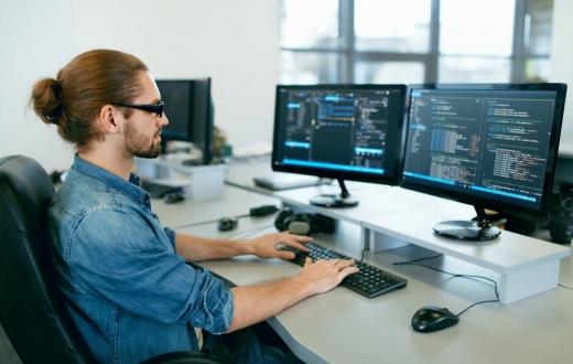 Mitai apie programinės įrangos testuotojus: ko nežinojote apie Šerloko Holmso lygio tyrėjus?